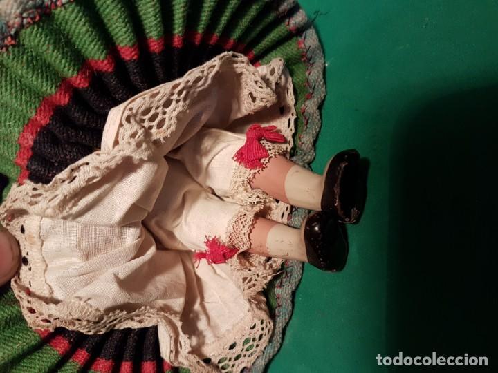 Muñeca española clasica: PRECIOSA Y ANTIGUO MUÑECO DE BARRO AÑOS 1950 CON ROPA ORIGINAL - Foto 2 - 220579708