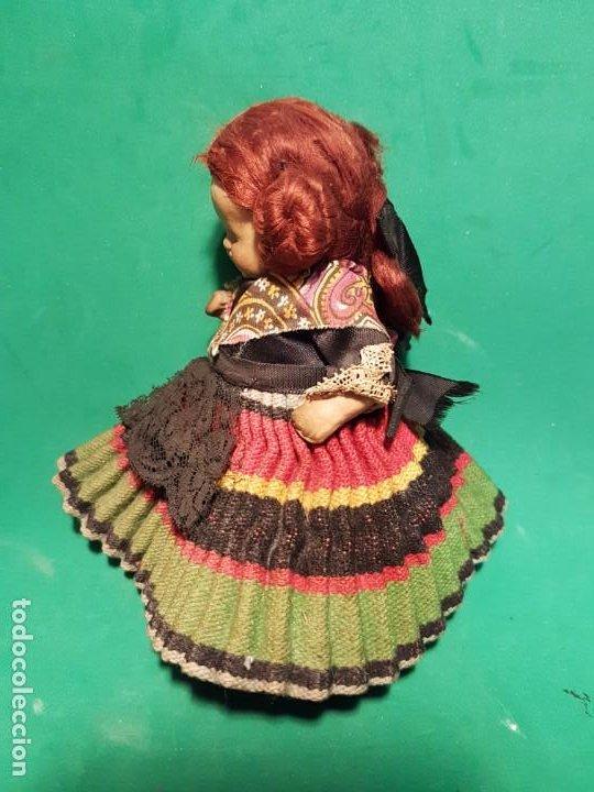 Muñeca española clasica: PRECIOSA Y ANTIGUO MUÑECO DE BARRO AÑOS 1950 CON ROPA ORIGINAL - Foto 4 - 220579708