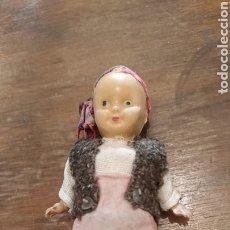 Muñeca española clasica: ANTIGUO MUÑECO, MATERIAL PASTA, O PLÁSTICO O PVC, CON TRAJE REGIONAL, AÑOS 70-80. Lote 222049138