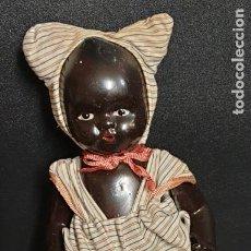 Boneca espanhola clássica: MUÑECA TERRACOTA NEGRITA CON TACATÁ MIMBRE AÑOS 40 CASA EBELI BARCELONA 21 CM. ALTURA. Lote 222581402