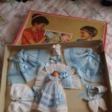 Boneca espanhola clássica: BEBÉ MINI CON AJUAR. Lote 223570535