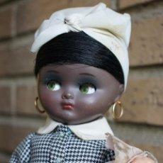 Muñeca española clasica: LINDA PIRULA AMA DE CRÍA NEGRITA. Lote 232830455