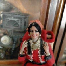 Muñeca española clasica: ANTIGUA MUÑECA CON NIÑO A CUESTAS FÁBRICA CHICLANA CÁDIZ MARÍN PASIEGA. Lote 233031685