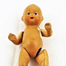 Muñeca española clasica: BEBÉ, MUÑECO DE TERRACOTA ANTIGUO CCA. AÑOS 30. Lote 237136980