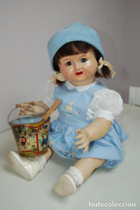 Muñeca española clasica: muñeca de composición con cubo y pala de lata - Foto 14 - 238397830