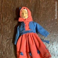Muñeca española clasica: ANTIGUO MUÑECO TIPO CAPIPOTA, EN MADERA Y ESTUCO. VESTIDERO. PIEZA UNICA. DE MUSEO. Lote 240723480