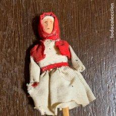 Muñeca española clasica: ANTIGUO MUÑECO TIPO CAPIPOTA, EN MADERA Y ESTUCO. VESTIDERO. PIEZA UNICA. DE MUSEO. Lote 240723615