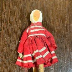 Muñeca española clasica: ANTIGUO MUÑECO TIPO CAPIPOTA, EN MADERA Y ESTUCO. VESTIDERO. PIEZA UNICA. DE MUSEO. Lote 240725420