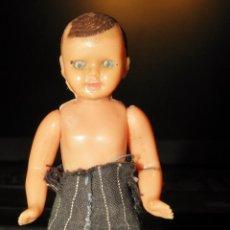 Muñeca española clasica: MUÑECO MUÑECA PEQUEÑO ARTICULADO OJOS DURMIENTES AÑOS 50/60. Lote 241548155