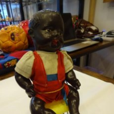Muñeca española clasica: ANTIGUO MUÑECO NEGRITO DE CARTÓN PIEDRA. TODO DE ORIGEN. VER FOTOS. Lote 243879440