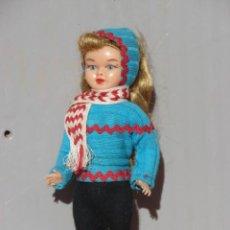 Muñeca española clasica: PEQUEÑA MUÑECA PONY TAIL EN CELULOIDE LISTA PARA PONERSE LOS ESQUIS. Lote 244609510