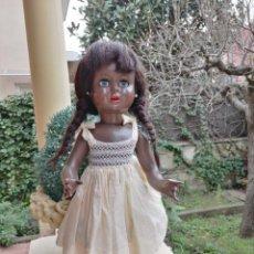 Muñeca española clasica: MUÑECA VIVIANA NEGRITA DE CARTÓN PIEDRA AÑOS 50. Lote 245353340