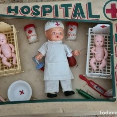 Muñeca española clasica: HOSPITAL INFANTIL 30 X 22 X 7 CM. Lote 247289335