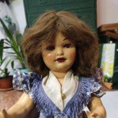 Muñeca española clasica: MUÑECA ANDADORA DE CARTÓN PIEDRA AÑOS 50 OJOS DURMIENTES. Lote 248075515