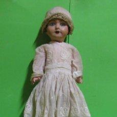 Bambola spagnola classica: MUÑECA EN PAPEL MACHE AÑOS 20/30 OJOS DE CRISTAL,BOCA ABIERTA,VESTIDO DE ORGANDI ZAPATOS DE EPOCA. Lote 261124365