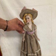 Muñeca española clasica: ANTIGUA MUÑECA DE PORCELANA Y CUERPO DE YESO!. Lote 268940404