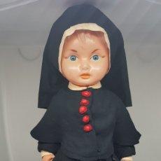 Muñeca española clasica: RARA MUÑECA MONJA PLASTICO POR DETERMINAR. Lote 270227888