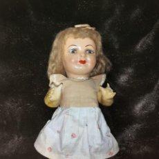 Muñeca española clasica: MUÑECA DE CARTÓN PIEDRA. ORIGINAL DE ÉPOCA, AÑOS 40-50. Lote 276213118