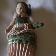 Muñeca española clasica: MUÑECA ANTIGUA PORCELANA VESTIDO Y BROCHE. Lote 279561308