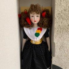 Muñeca española clasica: MUÑECA PORCELANA MENTA Y CANELA PINTADA MANO SIN USO CAJA ORIGINAL 44X15X9CMS. Lote 287347878