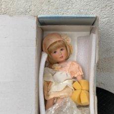 Muñeca española clasica: MUÑECA PORCELANA SIN USO MENTA Y CANELA CHARITO REF 5363 DISEÑO ANA MARIN 28X13X13CMS. Lote 287555863