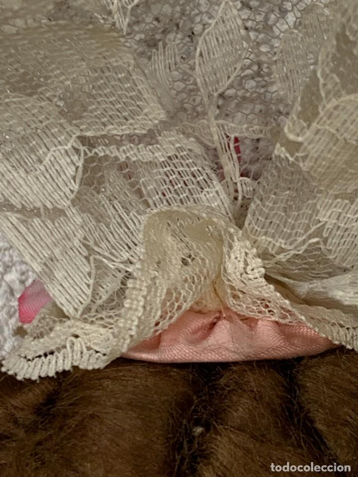 Muñeca española clasica: MUÑECA PORCELANA VESTIDO EPOCA SEDA ROSA ENCAJE PUNTILLA OJOS VIDRIO PINTADA MANO 47X17X10CMS - Foto 18 - 287558983