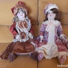 Muñeca española clasica: DOS ANTIGUAS MUÑECAS DE PORCELANA S XIX, LONGITUD 70 CM. Lote 293511548