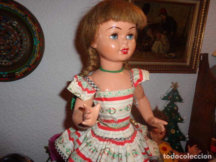 PRECIOSA LILY,HERMANA DE GISELA VESTIDA COMO SALIA EN EL CATALOGO DE LA EPOCA. IMPECABLE (Juguetes - Muñeca Española Clásica - Gisela)