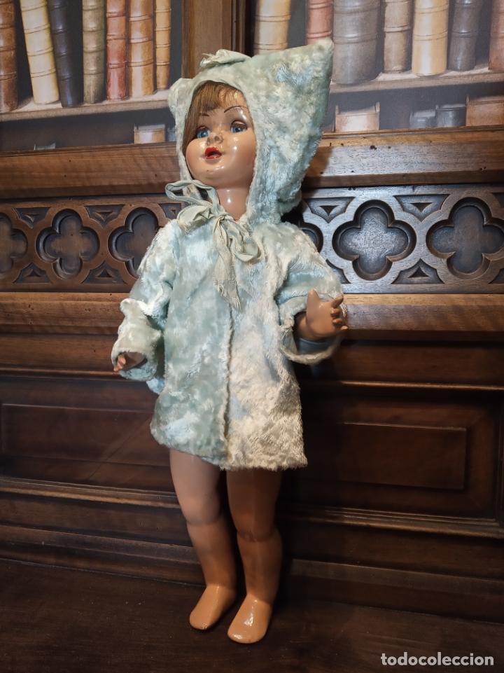 MUÑECA LILY HERMANA DE GISELA. PRECIOSO TRAJE CON CAPUCHA. CARMEN CERVERA GIRALT. AÑOS 40. (Juguetes - Muñeca Española Clásica - Gisela)