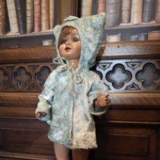 Muñeca Gisela: MUÑECA LILY HERMANA DE GISELA. PRECIOSO TRAJE CON CAPUCHA. CARMEN CERVERA GIRALT. AÑOS 40.. Lote 182710670