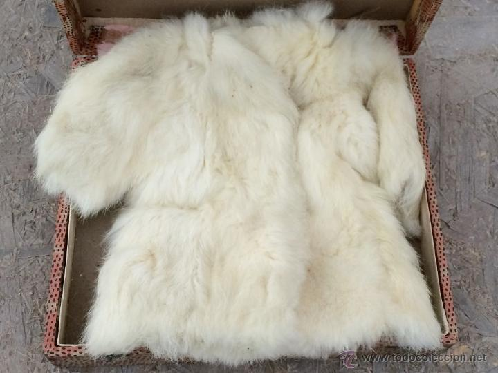 Abrigos de cuero blanco