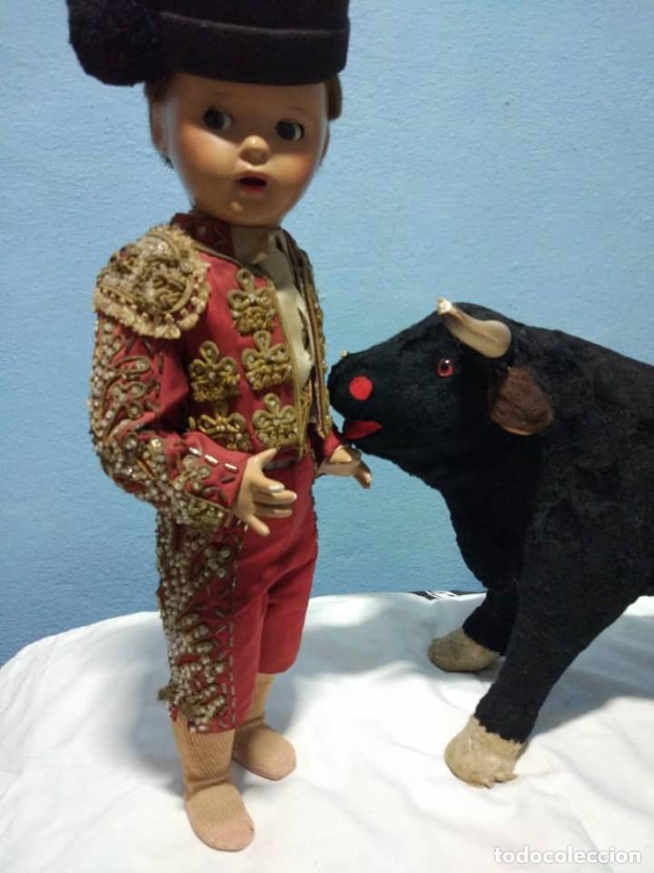 Muñeca Mariquita Pérez y Juanin: Espectacular JUANIN TORERO con su toro de papel maché Ojos de cristal Primera epoca - Foto 11 - 149988374