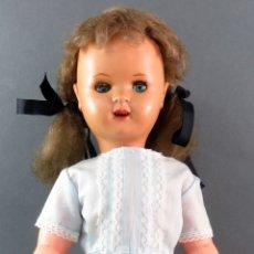 Boneca Mariquita Pérez e Juanin: MARIQUITA PÉREZ CABEZA CELULOIDE CUERPO PLÁSTICO OJO DURMIENTE AÑOS 60 49 CM ALTO. Lote 176753853
