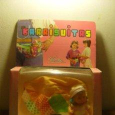 Muñecas Lesly y Barriguitas: MUÑECA BARRIGUITAS GIMNASIA CON BOLSA RIÑONERA (FAMOSA,NIÑA RETOÑO 1991). Lote 24293818