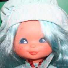 Muñecas Lesly y Barriguitas: MUÑECA DE FAMOSA OJOS PINTADOS PELO AZUL. Lote 43057153