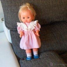 Muñecas Lesly y Barriguitas: MUÑECA FAMOSA,VESTIDO CON ETIQUETA FAMOSA . Lote 47975088