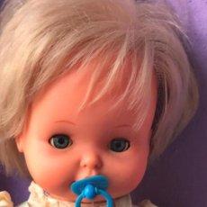 Muñecas Lesly y Barriguitas: PRECIOSO MUÑECO BEB DE FAMOSA CON MECANISMO. Lote 81888072