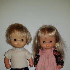 Muñecas Lesly y Barriguitas: PAREJA DE MUÑECOS CLOE Y GODO DE FAMOSA AÑOS 70 - ROPA ORIGINAL. Lote 96757604