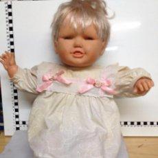 Muñecas Lesly y Barriguitas: MUÑECA DE FAMOSA RIE Y LLORA ( 5-10 96 ). Lote 97948299