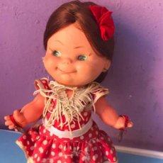 Muñecas Lesly y Barriguitas: GRACIOSA MUÑECA VESTIDA DE SEVILLANA DE FAMOSA . Lote 99758275