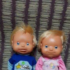 Muñecas Lesly y Barriguitas: MUÑECOS LOLA Y MALO DE FAMOSA JUEGAN AL ESCONDITE. Lote 100212483