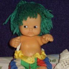 Muñecas Lesly y Barriguitas: MUÑECA BARRIGUITAS FAMOSA PELO DE LANA VERDE. CON BAÑADOR DE RAYAS. SOLETE. Lote 104620619