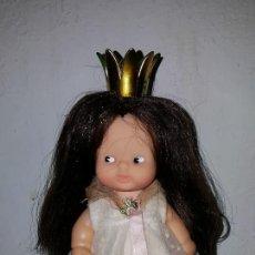 Muñecas Lesly y Barriguitas: BARRIGUITAS PRINCESA BLANCANIEVES DE FAMOSA, ANTIGUA. CON CORONA Y ROPA ORIGINAL. Lote 111645715