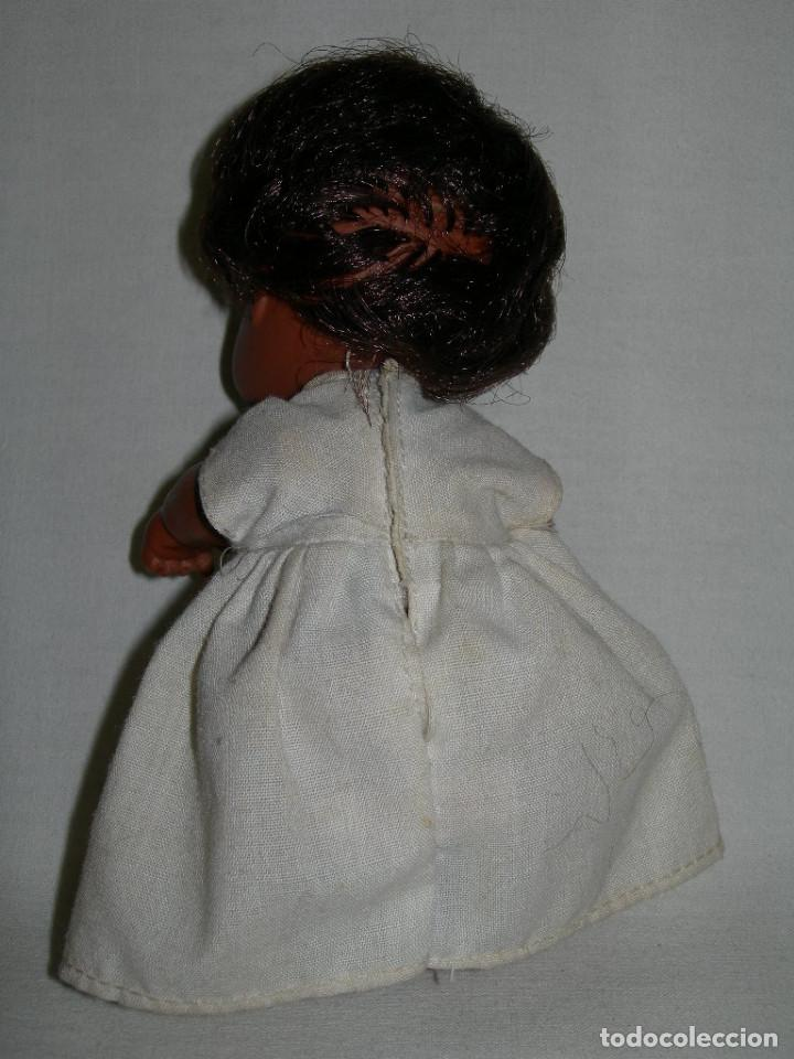 Muñecas Lesly y Barriguitas: ANTIGUA MUÑECA BARRIGUITAS NEGRITA CON VESTIDO ORIGINAL ETIQUETADO - MUÑECAS FAMOSA - - Foto 3 - 130742399