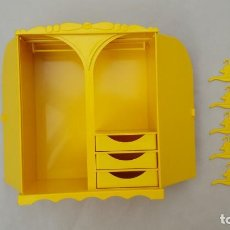 Lesly and Barriguitas dolls - armario barriguitas de famos con 5 perchas amarillo - 150165994