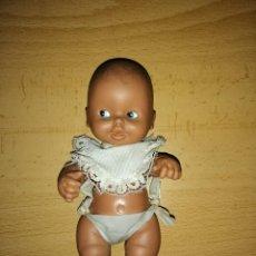 Muñecas Lesly y Barriguitas: ANTIGUA MUÑECA BARRIGUITA BABE NEGRITO PELÓN DE FAMOSA. Lote 155870664