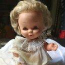 Muñecas Lesly y Barriguitas: MUÑECA BEBÉ. FAMOSA. NECESITA LIMPIEZA. ESPAÑA. AÑOS 70. Lote 162705014