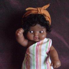 Muñecas Lesly y Barriguitas: ANTIGUA MUÑECA BARRIGUITAS DE FAMOSA. KENIA. PAISES DEL MUNDO. NEGRA , NEGRITA. Lote 167385629
