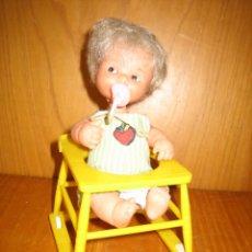Muñecas Lesly y Barriguitas: ANTIGUA MUÑECA BARRIGUITAS CON TRONA. Lote 167642228