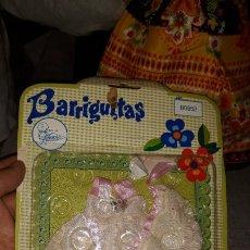 Muñecas Lesly y Barriguitas: BARRIGUITAS TRAJE VESTIDO FALDÓN BORDADO CON CAPOTA EN BLISTER REF. 80952 ORIGINAL AÑOS 70. Lote 180416680
